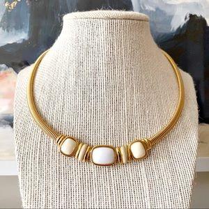🎉5/20 SALE🎉 VTG Trifari gold/white flex necklace